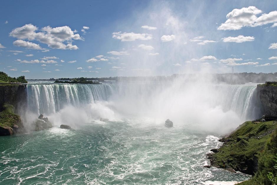 Niagara Falls cruise to the falls
