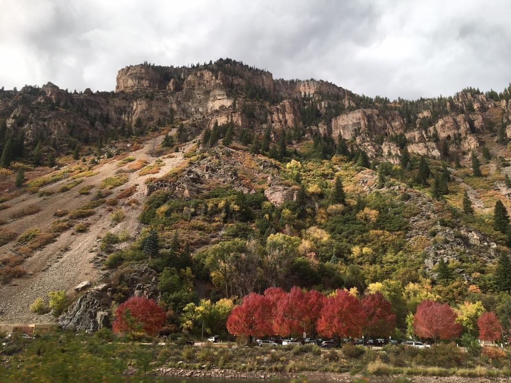 views train Glenwood Canyon